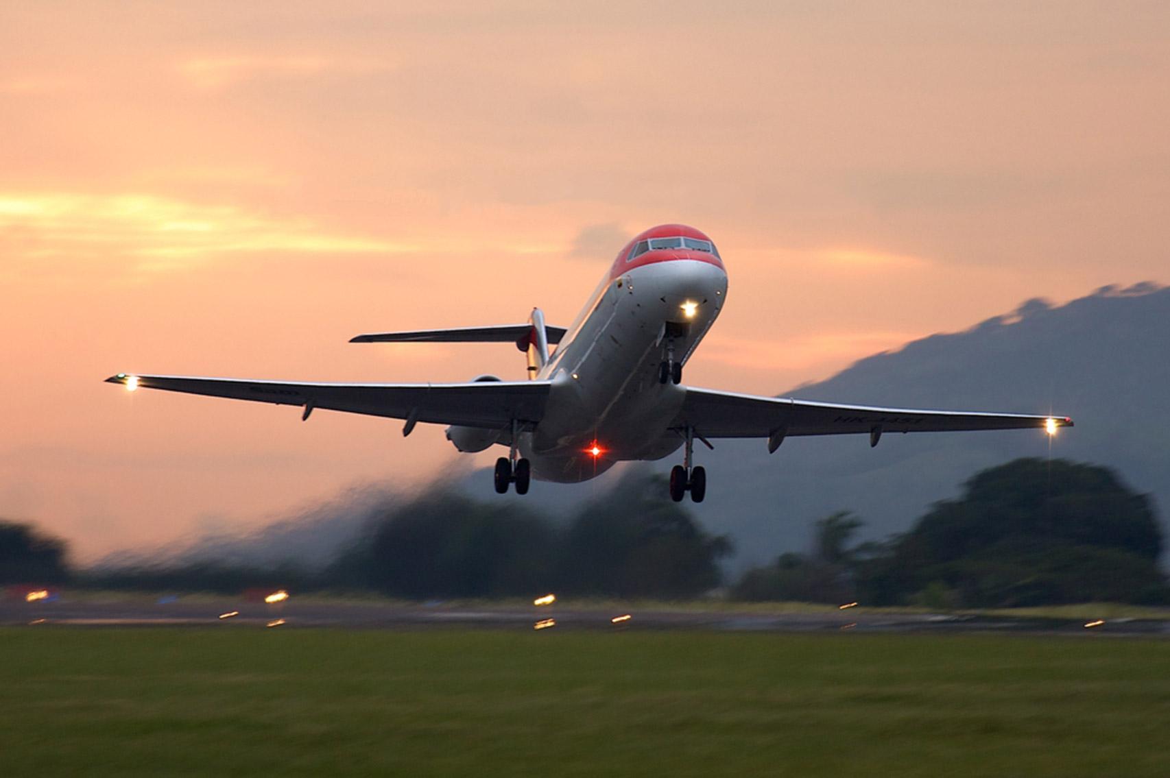Fokker-100-73651