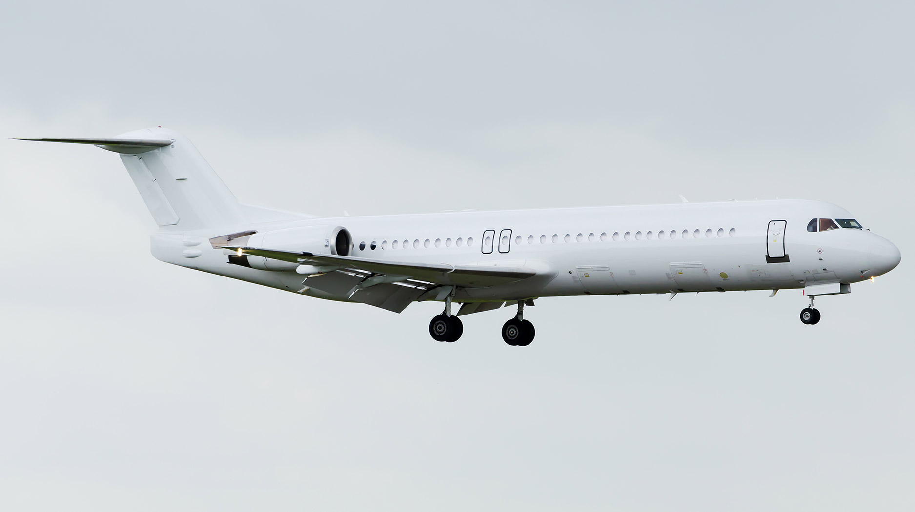 plain-white-fokker-100